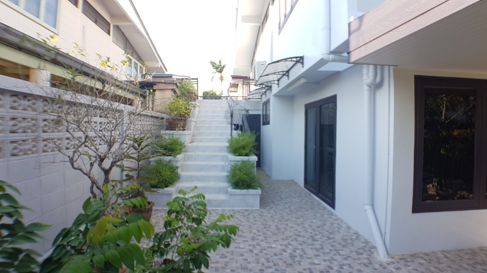 For SaleHouseLadprao101, The Mall Bang Kapi : Quick sale !!! 2-storey detached house, 4 bedrooms, 3 bathrooms, 80 square wa.
