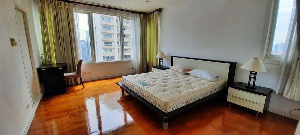 For RentCondoSukhumvit, Asoke, Thonglor : Condo for rent Baan Siri Twenty Four 2 bedrooms 98 sqm. Near BTS Phrom Phong, spacious room Well allocated space Not far from shopping centers, very nice to live.