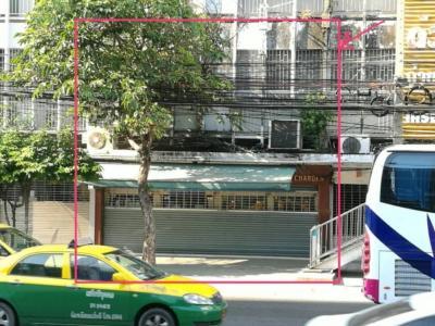 เช่าพื้นที่ขายของราชเทวี พญาไท : ให้เช่าพื้นที่ชั้นแรกของตึกแถว 2 คูหาครึ่ง  (ให้เช่าเฉพาะชั้นล่าง) ริมถนนเพชรบุรี ใกล้รถไฟฟ้าราชเทวี เหมาะทำร้านค้า showroom คลินิค ร้านอาหาร