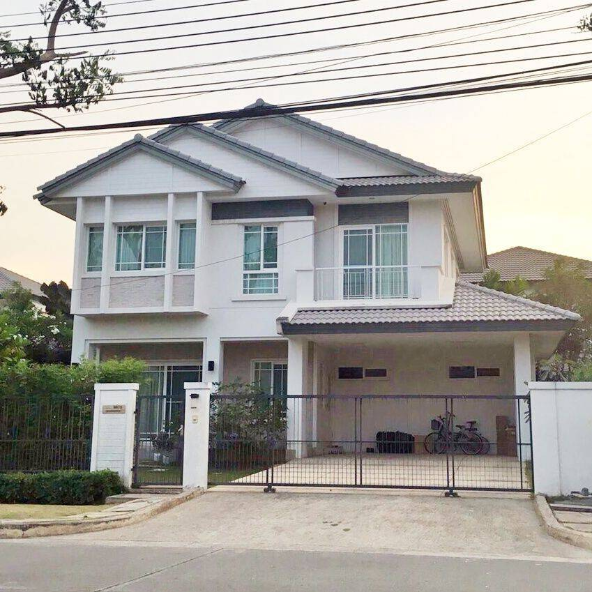 For RentHouseLadkrabang, Suwannaphum Airport : ** For rent : Single House with 3 bedrooms 3 bathrooms Fully furnished. In Mantana 3 Onnut-Wongwaen near Mega-Bangna