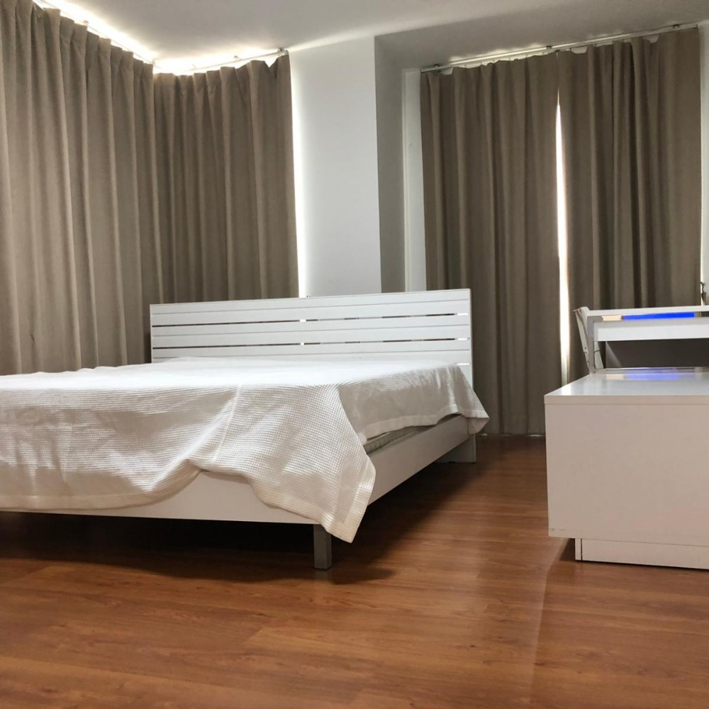 For RentCondoSukhumvit, Asoke, Thonglor : Condo for rent, One X Sukhumvit 26, 3 bedrooms, 110 sqm., Near BTS Phrom Phong, spacious room, high floor, good convenience, not far from Sukhumvit Road and department stores.