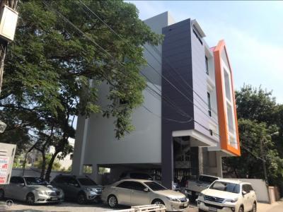 เช่าตึกแถว อาคารพาณิชย์รัชดา ห้วยขวาง : ให้เช่าตึกสร้างใหม่ 4 ชั้น 100 ตร.ว. เข้าซอย 50 ม. ติดถนนใหญ่รัชดา