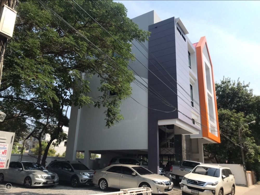 For RentShophouseRatchadapisek, Huaikwang, Suttisan : Rent a new building, 4 floors, 100 sq.wa., enter the alley 50 m. Next to the main road Ratchada