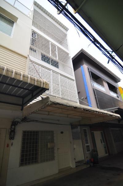 For RentTownhouseRama3 (Riverside),Satupadit : (# BR04) Townhouse for rent, Yen Akat, Yannawa, newly decorated, fully furnished, modern style