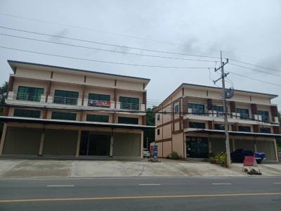 For RentShophouseSaraburi : 9000 baht per month for rent, 2 storey commercial building and a half after Kasemrad Hospital, Saraburi