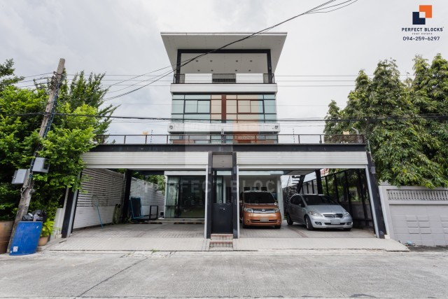For SaleHouseBang Sue, Wong Sawang : For SALE !! Urgent sale Single House Modern House 4 floors 400 sqm with private lifts in Baan Ladprao Chokchai 4 Soi 54