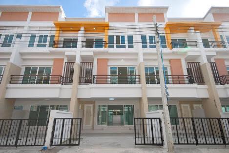 For RentTownhouseKaset Nawamin,Ladplakao : 3-storey townhome for rent in Kaset Nawamin area, 3 bedrooms, 3 bathrooms, near Nawamin City Avenue.