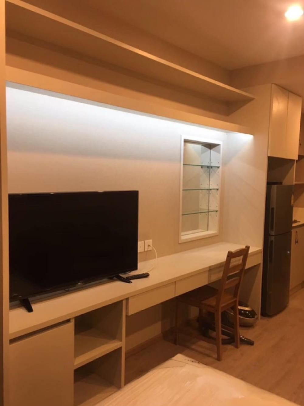 For RentCondoSiam Paragon ,Chulalongkorn,Samyan : Give us an urgent, new condition room, Ideo Q Chula Samyan, 22 sqm room with furniture and electrical appliances.
