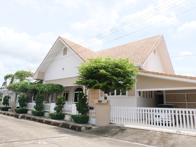 For SaleHouseChiang Mai, Chiang Rai : Selling detached houses, the cheapest, the largest, the most beautiful in the project !! Lower than the estimated price Designed to accommodate important guests Area area over 600 sqm. Palm Springs Village, Country Home, Nong Hoi, Chiang Mai 0986168829 Kh