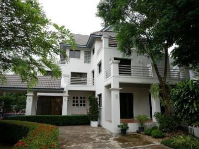 เช่าบ้านเสรีไทย-นิด้า : RH428 ให้เช่าบ้านเดี่ยว 200 ตารางวา จำนวน 3 ชั้น 3 ห้องนอน 3 ห้องน้ำ หมู่บ้านนวธานี พร้อมสระว่ายน้ำ