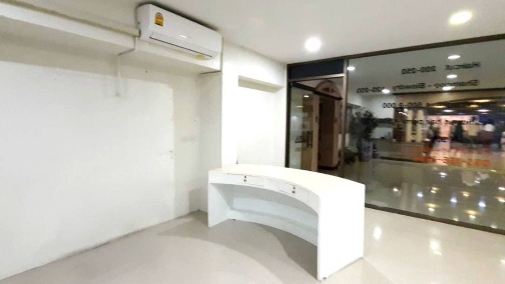 For RentOfficeSapankwai,Jatujak : KRB080916 very cheap office for rent near BTS Saphan Khwai in the building of Nice Palace Hotel