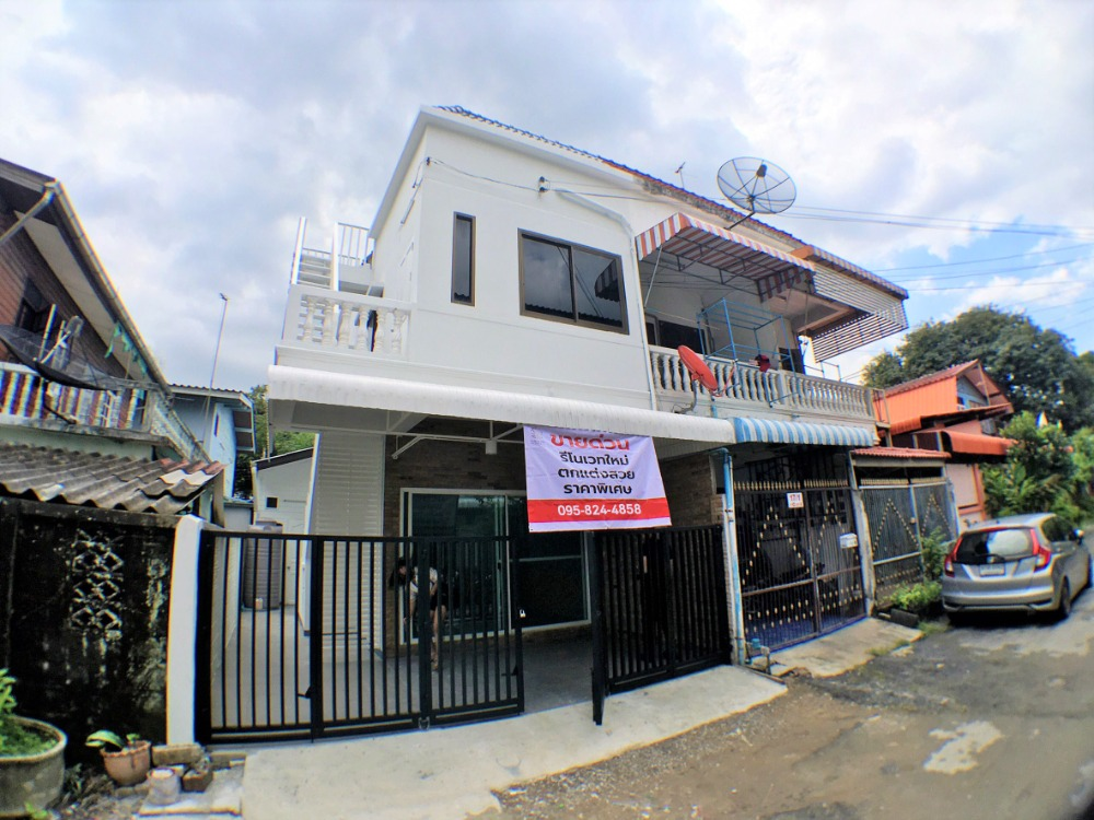 For SaleTownhouseLadkrabang, Suwannaphum Airport : Cheap 2-storey townhouse for sale, 17 sq m.