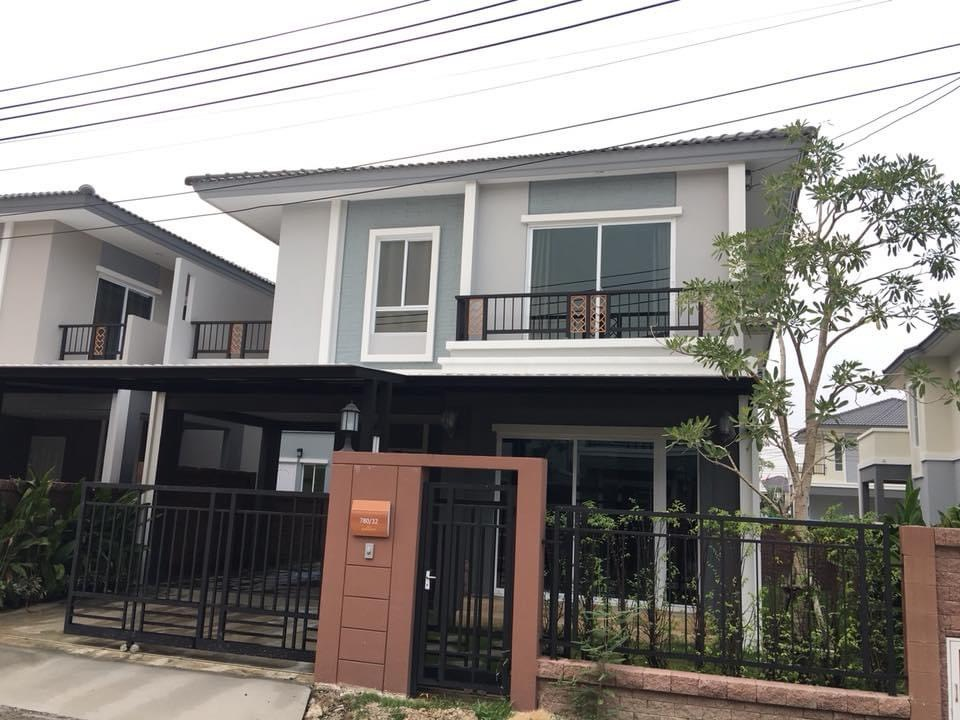 For RentHousePattanakan, Srinakarin : Twin house for rent Passorn Prestige Luxe fully furnished house.