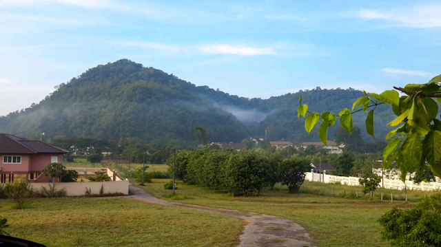 For SaleLandKorat KhaoYai Pak Chong : Land for sale with a house on the foothills of Pak Chong Khao Yai at Nor Sor 3 Kor, size 2 rai, near Farm Chokchai.