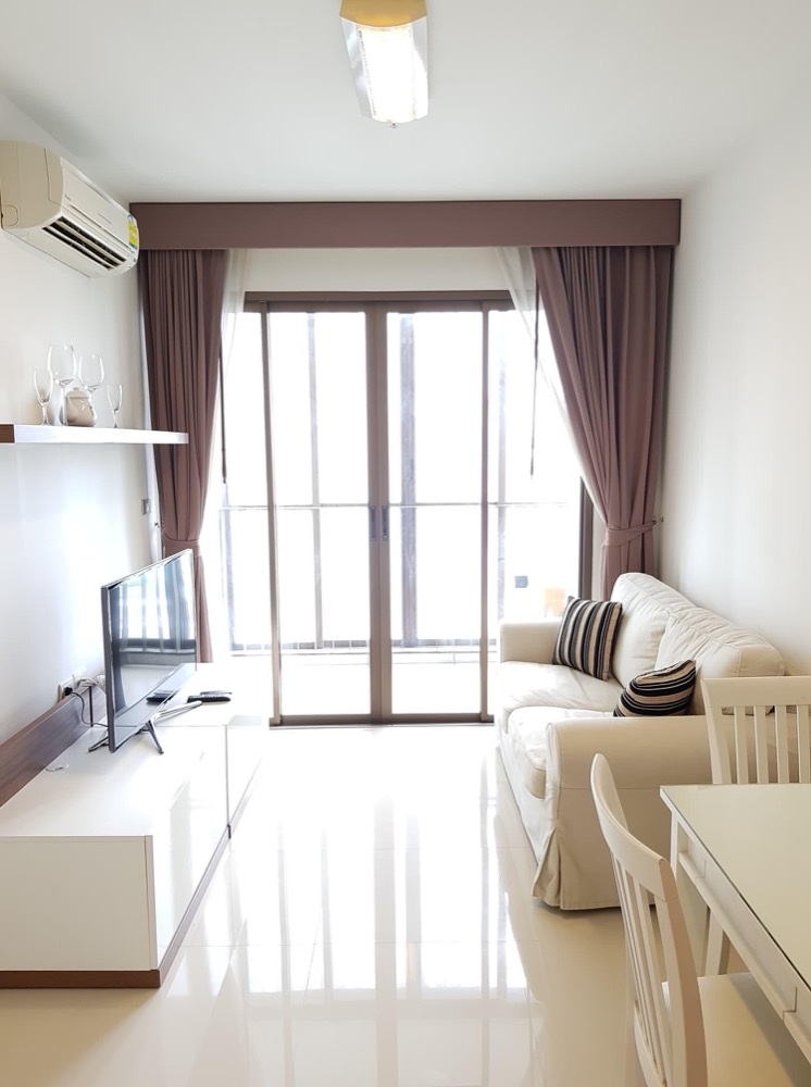 For RentCondoWongwianyai, Charoennakor : Ideo Sathorn-Taksin condo, overlooking the Chao Phraya River. Complete electrical appliances Fully furnished