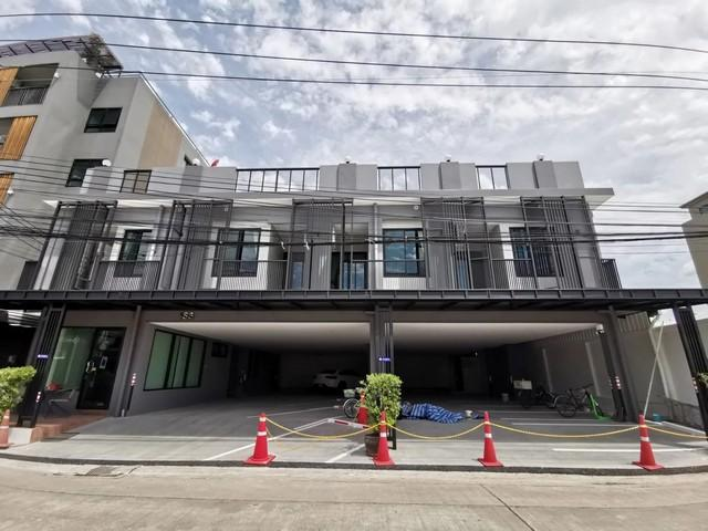 For RentHouseLadprao 48, Chokchai 4, Ladprao 71 : BS523 3-storey house for rent, area 117 sq m., Soi Ladprao 71, suitable for home office