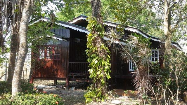 For RentHouseChachoengsao : For rent, 2 bedroom resort style wooden house, area 100 sq m.