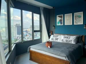 For RentCondoLadprao, Central Ladprao : 🔥🔥 Can't miss it !!! Beautiful room, very beautiful view 🔥🔥 Corner glass room, very good view, Condo Life Ladprao for rent, ready to move in. Tel.092-3406665