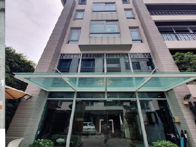 For RentOfficeSukhumvit, Asoke, Thonglor : Office building for rent, decorated in an area of 235 square meters, Soi Thonglor 23, Sukhumvit 55 Road, suitable for office, beauty business, etc. commercial.