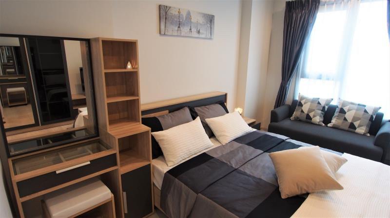 For RentCondoWitthayu,Ploenchit  ,Langsuan : For Rent Life one wireless 1 B 1 B 24 sqm. High floor !!!