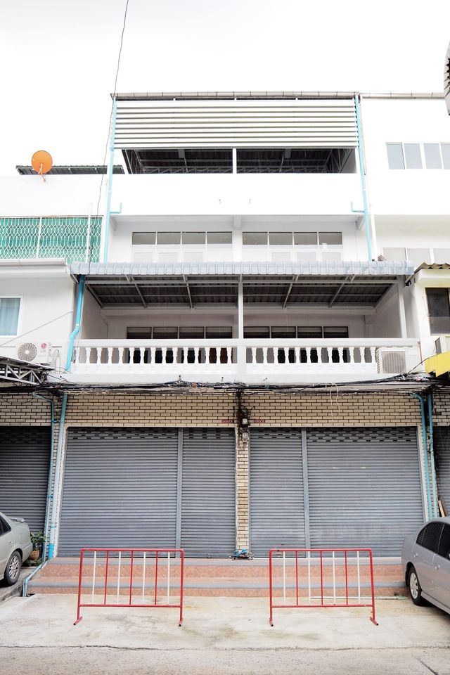 For RentShophouseRatchadapisek, Huaikwang, Suttisan : BH577 for rent, a commercial building, 2 booths, 4 floors, 5 bedrooms, 3 bathrooms, suitable for office for And storage room Near Phibun Uppatham School, Huay Kwang District, price 50,000 baht per month
