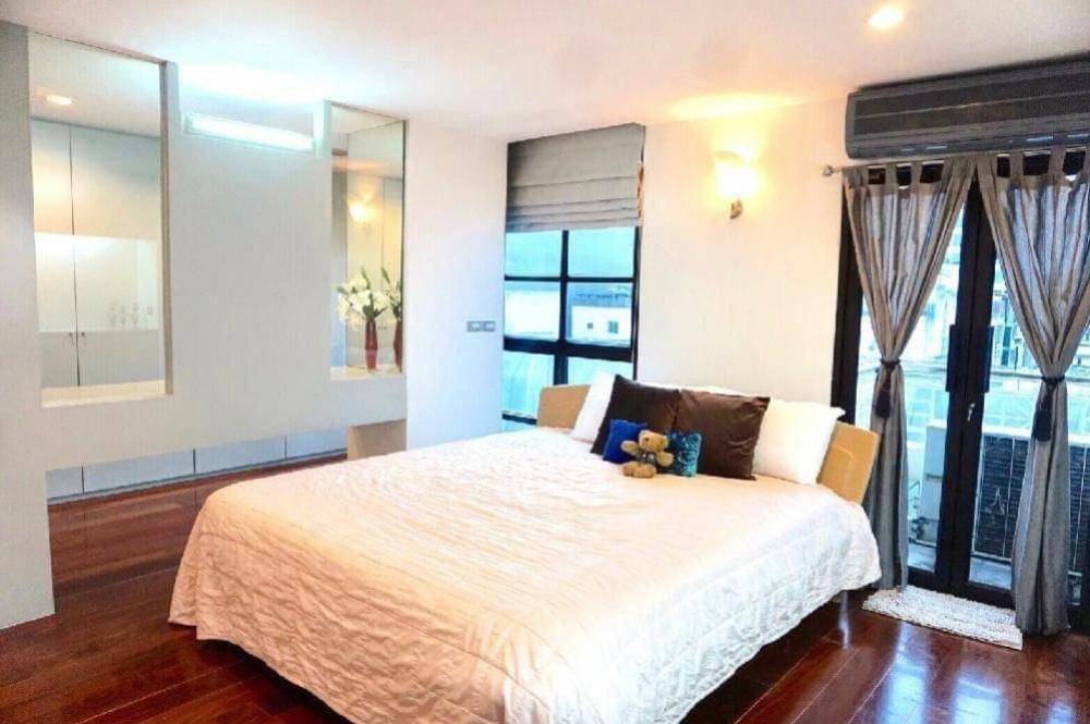 For RentCondoSilom, Saladaeng, Bangrak : 🔥🔥 New !!  Condo for rent, Silom Terrace, size 149 sqm., 7th floor #, near BTS Saladaeng Code 4882