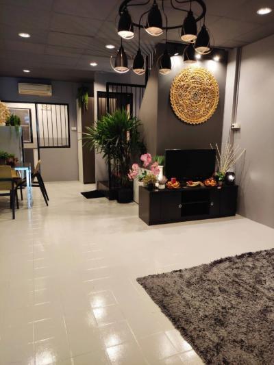 เช่าทาวน์เฮ้าส์/ทาวน์โฮมวิภาวดี ดอนเมือง : ให้เช่าทาวเฮ้าตกแต่งใหม่พร้อมอยู่ ทำเลใกล้สนามบิน หลังโรงแรมอมารี โทร 0645414424