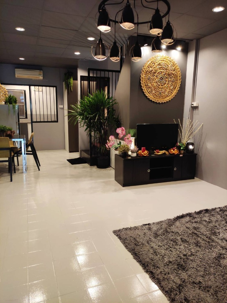 For RentTownhouseVipawadee, Don Mueang, Lak Si : Rent a new townhouse ready. Location near the airport Behind Amari Hotel, call 0645414424