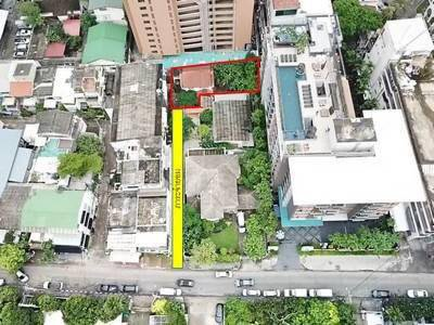 For SaleHouseSukhumvit, Asoke, Thonglor : House for sale Sukhumvit 61, size 98 sq.wa., away from the main road, Sukhumvit, only 350 meters, near BTS Ekkamai.