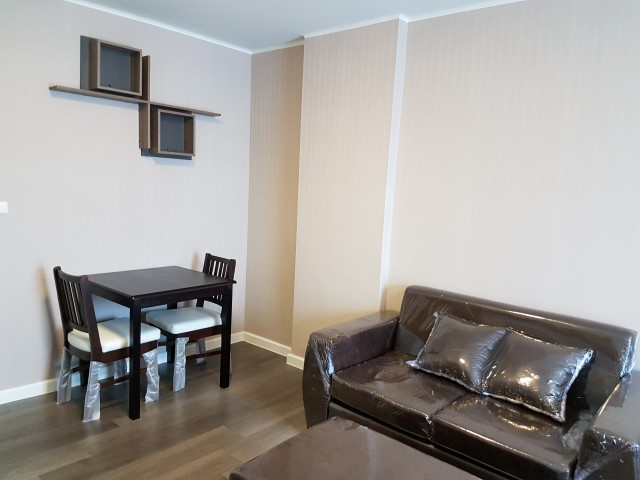 For RentCondoBangna, Lasalle, Bearing : Condo for rent, Dcondo Campus Resort Bangna (Dcondo Campus Resort Bangna), near ABAC Bangna, very new room, never lived, beautifully decorated with built-in wallpapers and furniture.