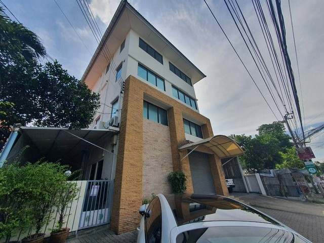 For RentHouseYothinpattana,CDC : RHT361 4-storey building for rent, building size 400 sqm., Near CDC and Central eastville.