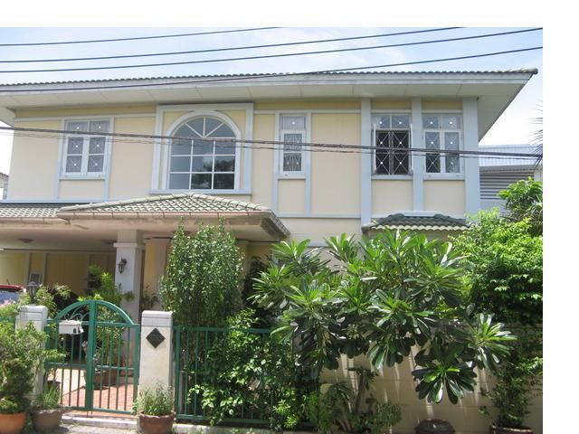 For RentHouseKaset Nawamin,Ladplakao : House for rent near Central East Ville and CDC Ladprao along the express.