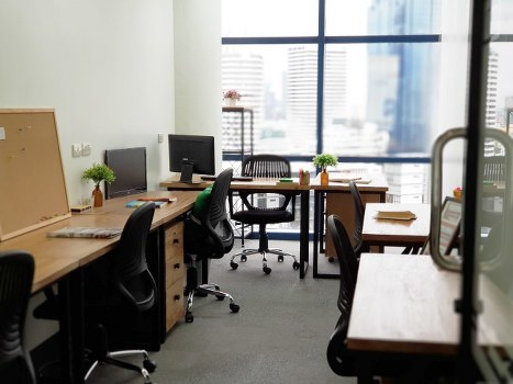 For RentOfficeSukhumvit, Asoke, Thonglor : For rent, Service Office @ BTS Asoke and MRT Sukhumvit, just 200 meters, beautiful room with carrying notebook. Get into work immediately