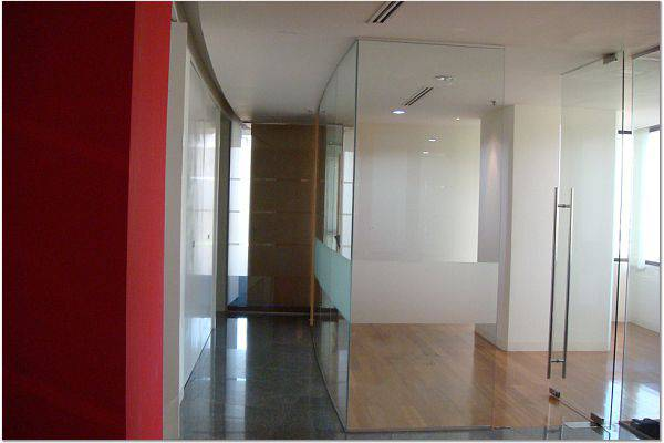For RentOfficeRatchadapisek, Huaikwang, Suttisan : Office for rent At the RS Tower next to the MRT Cultural Center Exit 4