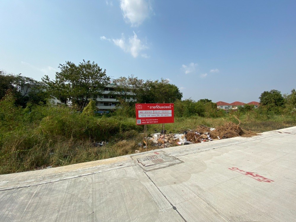 For SaleLandKaset Nawamin,Ladplakao : Land 482 square wa Nuanchan 56 intersection 5 plots in the end of the left.