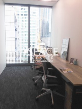 For RentOfficeSathorn, Narathiwat : Service Office for rent, near BTS Surasak, Grade A ++ office, beautiful room with carrying notebook Get into work immediately No need to decorate the office by yourself ++