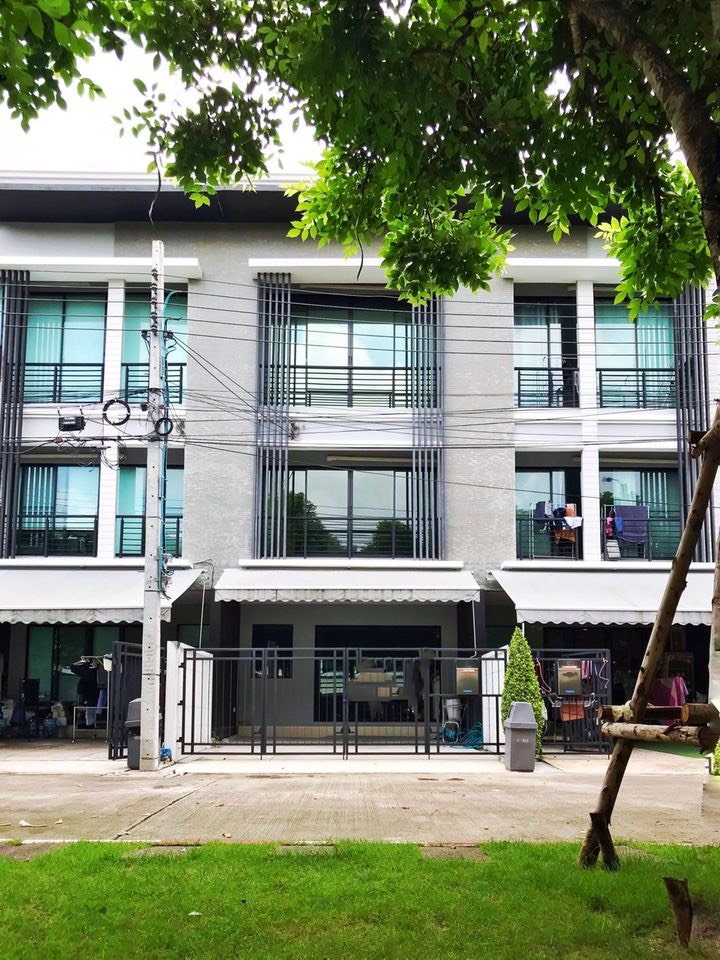 For RentTownhouseRamkhamhaeng, Hua Mak : BH585 for rent - luxury townhome for sale, 3 floors, 3 bedrooms, 3 bathrooms, Baan Klang Muang, Rama 9-Ramkhamhaeng BAAN KLANG MUANG RAMA9-RAMKHMAHAENG. Ready to live Or do a home office Wang Thonglang District Rental price 40,000 baht / month Selling pri