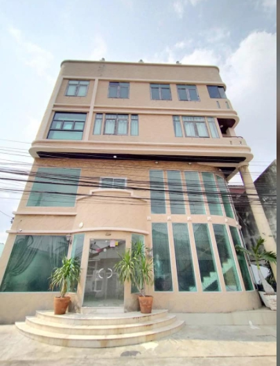 For SaleHome OfficeBang Sue, Wong Sawang : Selling a photo studio building, 5 floors, home office, Prachachuen Road, Chaengwattana, beautiful decoration, area 50 Tarawa, 660 square meters, high ceiling, near the graduate business school, electric train, expressway, selling 19.5 million baht