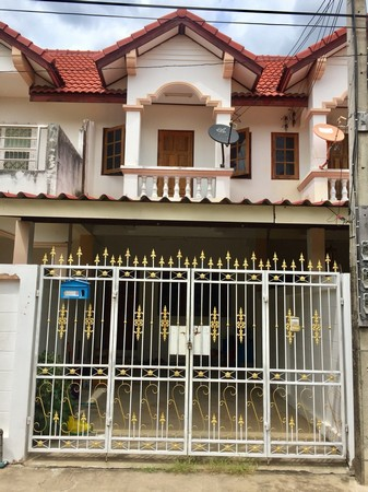 For SaleTownhouseUthai Thani : Urgent sale, second-hand townhouse, the owner sells by himself, sell according to the condition, Uthai Thani