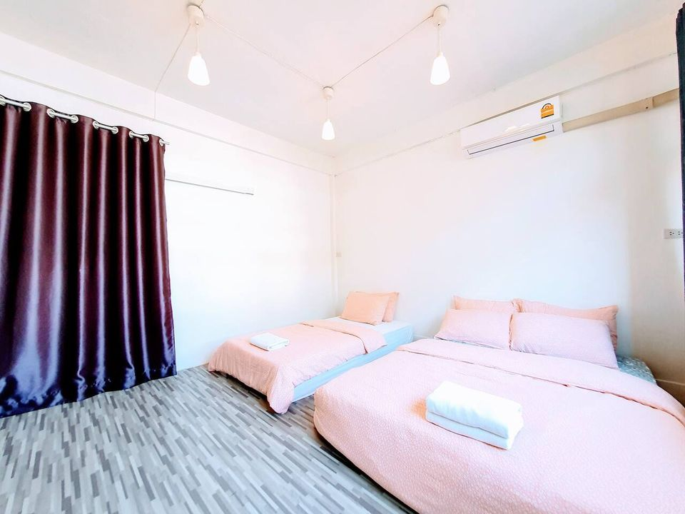 For SaleShophouseLadkrabang, Suwannaphum Airport : BS120 Urgent sale, commercial building, building has 4 floors, 3 bedrooms, 2 bathrooms, near BTS Udomsuk, next to Soi Sukhumvit 66/1, beautifully decorated, ready to move in, Prawet District, selling price 6,900,000 baht.