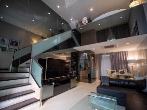 For SaleTownhouseVipawadee, Don Mueang, Lak Si : 3 Storey Luxury Townhome For SALE at Baan Klang Muang Vibhavadi!! Great Value for Good Condition!!