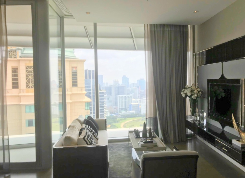 For RentCondoWitthayu,Ploenchit  ,Langsuan : Magnolias Rajadamri Boulevard - Beautifully Furnished 2 Beds / Sports Club View / 82.5 Sqm