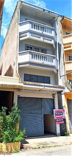 For SaleShophouseMin Buri, Romklao : Selling cheap, 3-storey commercial building, and a half, Pracha Samran Road, Nong Chok.