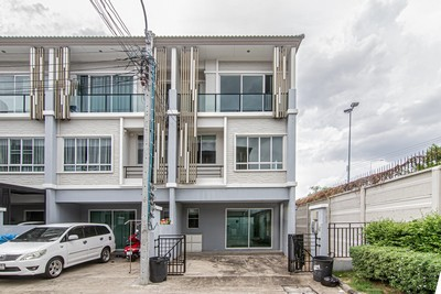 For RentTownhouseRama3 (Riverside),Satupadit : Townhome for rent, the plant citi, Chaengwattana, Muang Thong Thani, 27 sq m., 3 bedrooms, 3 bathrooms, beautiful house, suitable for home office