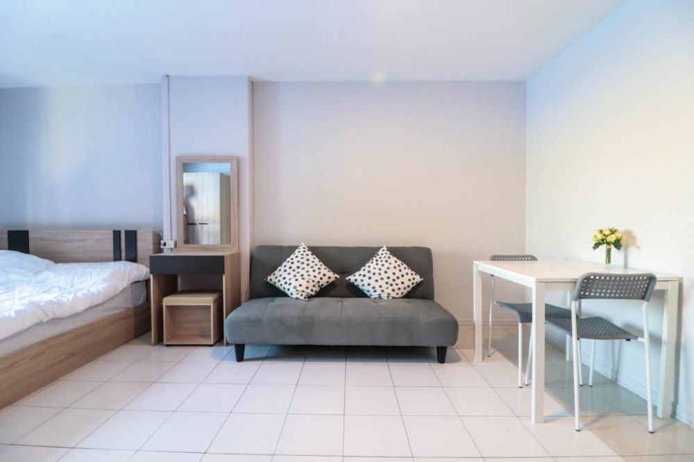 """For SaleCondoOnnut, Udomsuk : """"Beautiful room, ready to move in, super value !!!"""" Condo for sale Lumpini Center Sukhumvit 77 (Lumpini Center Sukhumvit 77) room size 27 sq m, studio room, 2nd floor with furniture. Complete electrical appliances Near the train station The most"""