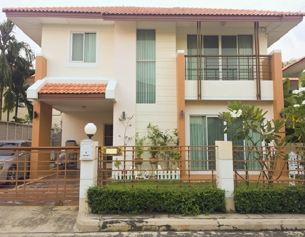 For RentHouseRangsit, Patumtani : House for rent Garden Villa Village The waterfront Rangsit-Lamlukka Klong 3, partly furnished, 3 air conditioners