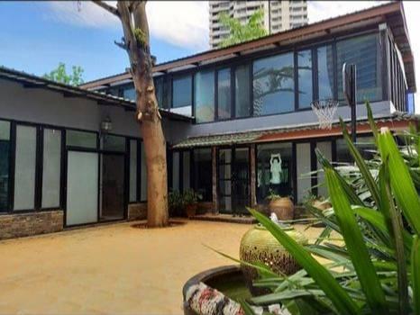 เช่าบ้านสุขุมวิท อโศก ทองหล่อ : For Rent  บ้านเดี่ยว 2 ชั้น 200 ตร.วา ซอยสุขุมวิท 36 - พระราม 4