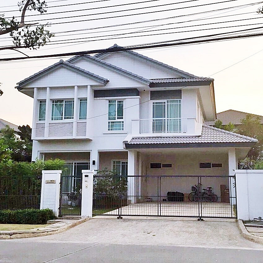 For RentHouseLadkrabang, Suwannaphum Airport : House for rent Manthana On Nut - Ring Road 3 Main Road near the club, swimming pool, playground
