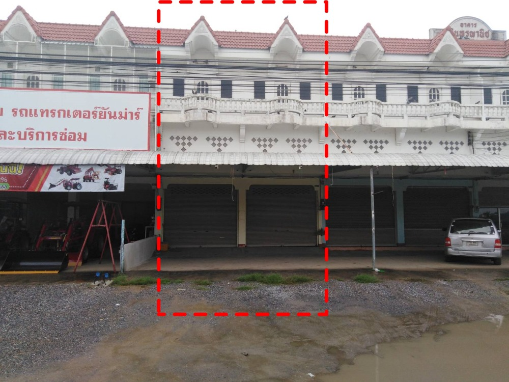 For SaleShophouseLop Buri : Selling a 2.5-storey commercial building, 2 booths, Lop Buri Province, next to the Lopburi-Singburi Highway (311), Tha Wung District, Bang Khu, area 48 sq m. Good location on the main road near Tha Wung Hospital, selling 3.8 million, negotiable (the owner
