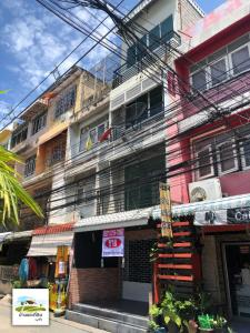 For SaleShophousePinklao, Charansanitwong : 4-storey commercial building for sale along the road in Soi Charansanitwong 46, only 200 meters into the alley near MRT Bang Yi Khan